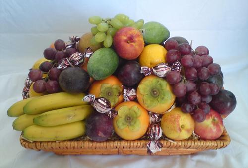 LARGE SEASONAL FRUIT GIFT BASKET